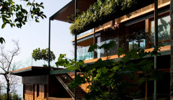 The Guaruja House by Bernardes Jacobsen