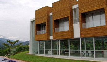 Lot 23 House by Juan Esteban Correa