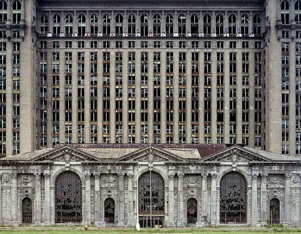 ruins-of-detroit_marchand-and-meffre_2