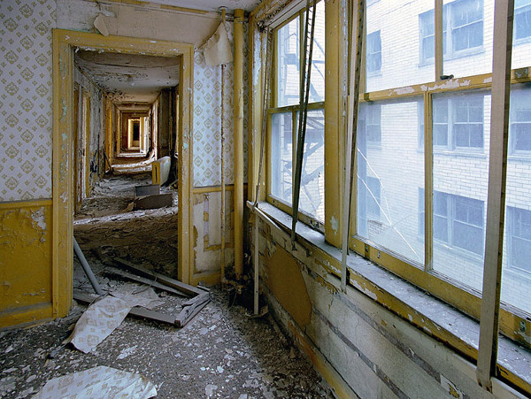 ruins-of-detroit_marchand-and-meffre_9