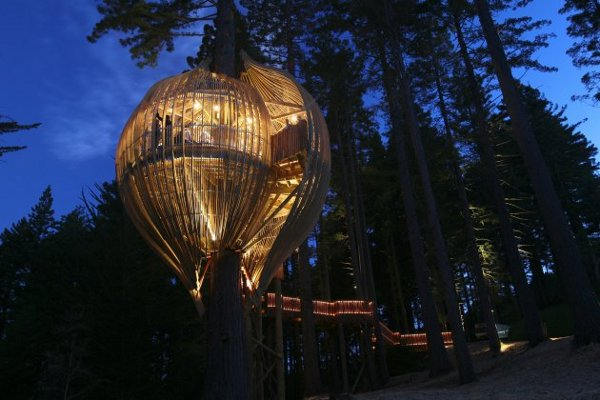 yellow treehouse restaurant 1 Terrific Treehouses: 10 Brilliant Topiary Masterpieces