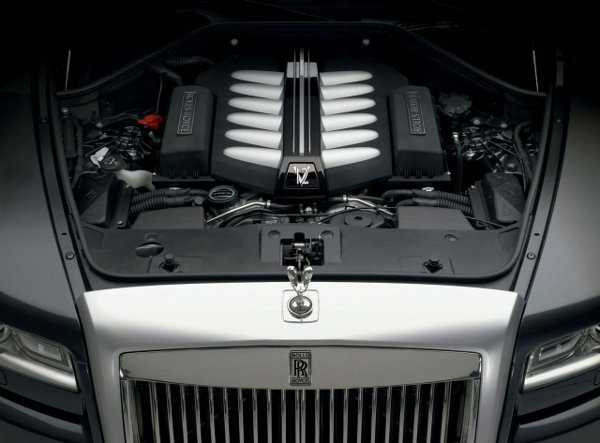 2011-rolls-royce-ghost_5