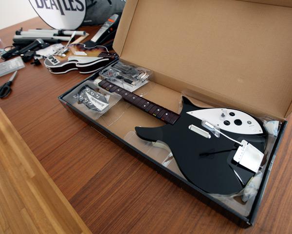 Beatles-Rock-Band_Rickenbacker 325_2