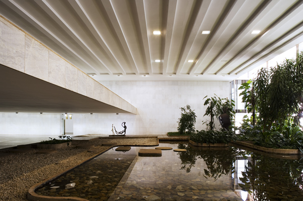 Ministry of External Relations by Oscar Niemeyer 2 Architectural Brazil: 10 Breathtaking Modern Monuments