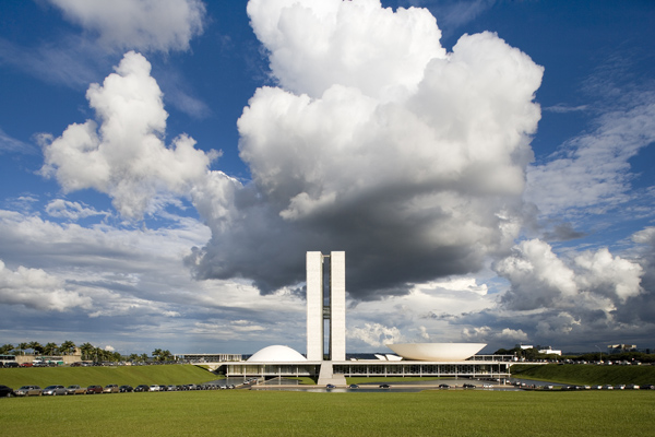 National Congress of Brazil by Oscar Niemeyer 2 Architectural Brazil: 10 Breathtaking Modern Monuments