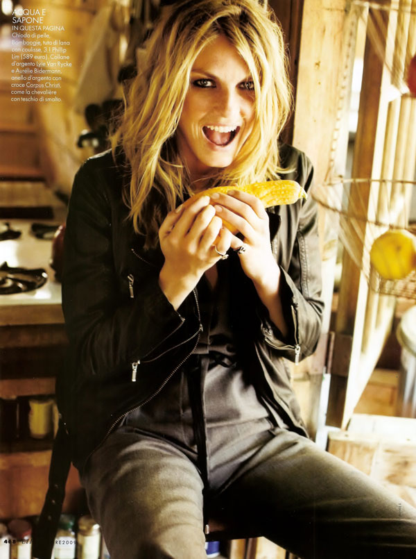 angela lindvall matt jones elle italia october 2009 3 Angela Lindvall by Matt Jones in Elle Italia 2009