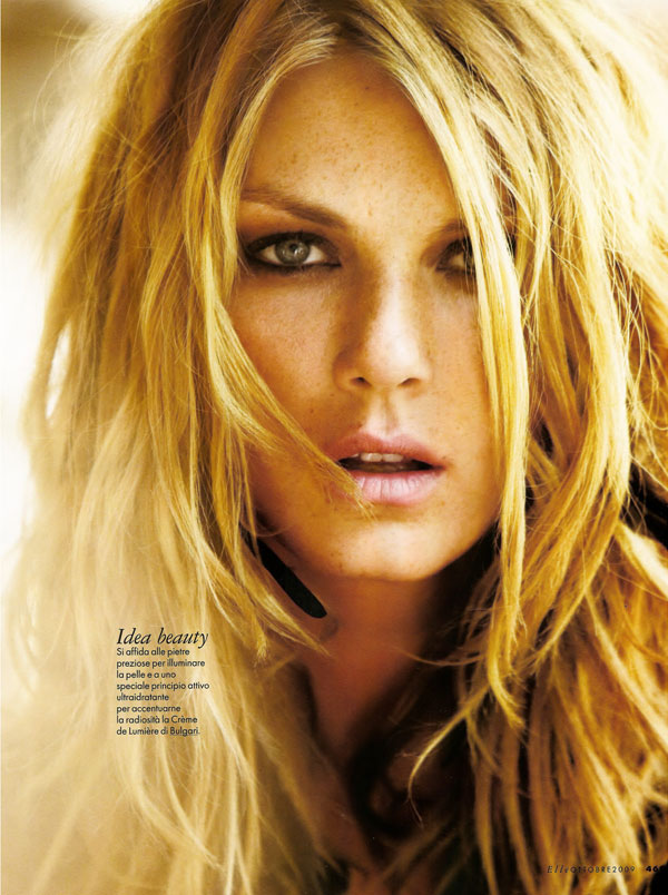 angela lindvall matt jones elle italia october 2009 5 Angela Lindvall by Matt Jones in Elle Italia 2009