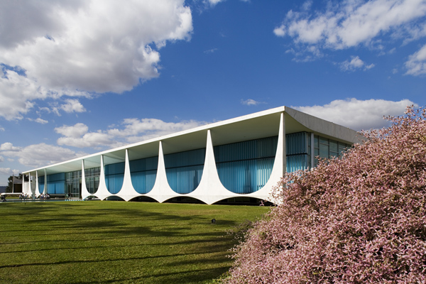 Palaucio-da-Alvorada-by-Oscar-Niemeyer-3
