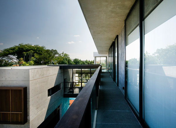 apartment-house-in-seletar-estate-singapore-by-formwerkz-architects_6