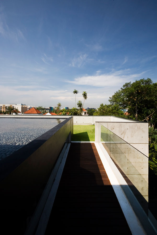 apartment-house-in-seletar-estate-singapore-by-formwerkz-architects_8