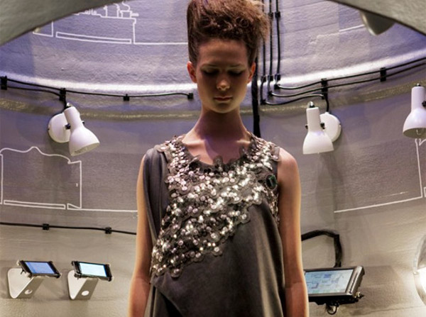 led powered diffus climate dress monitors pollution 3 LED Powered Climate Dress Monitors Pollution