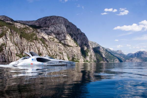 earthrace-biodiesel-powerboat_2