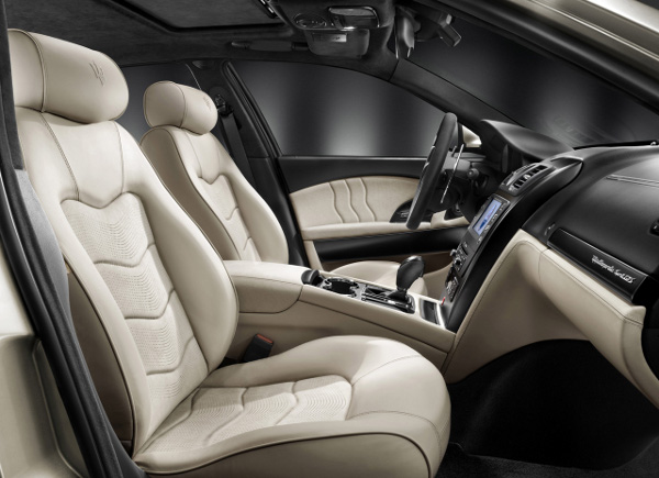 https://cdn.thecoolist.com/wp-content/uploads/2010/02/2011-Maserati-Quattroporte-Sport-GT-S-Awards-Edition-6.jpg