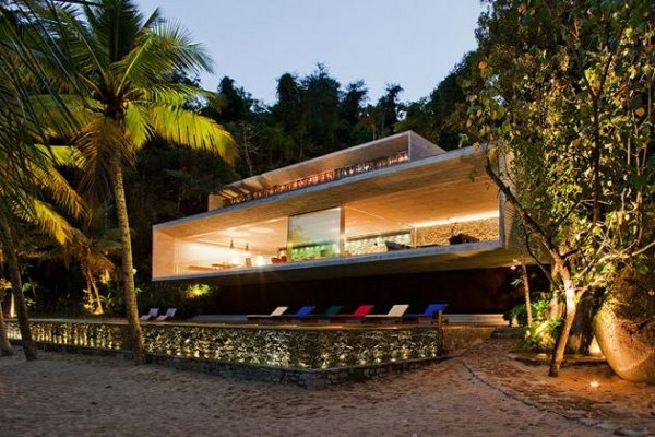 Paraty House by Marcio Kogan Architects 1