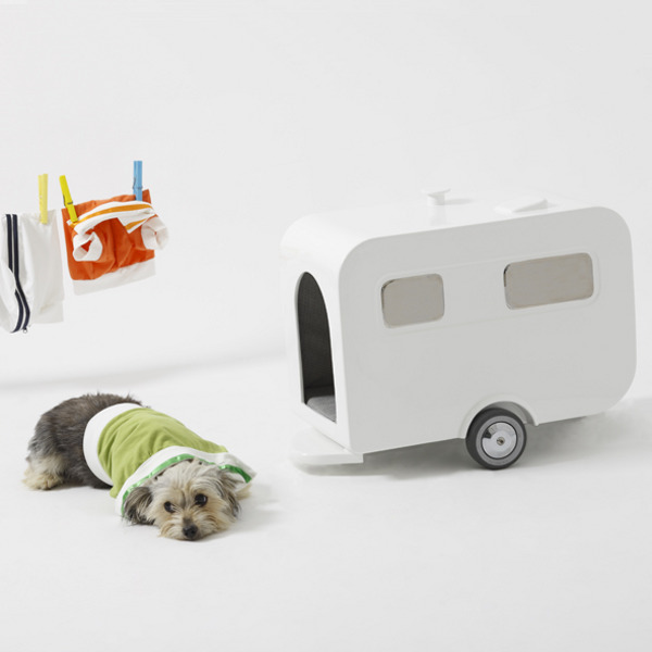 luxury-caravan-dog-house_1