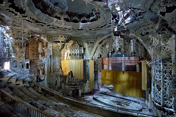 Ruins of Detroit – Marchand and Meffre