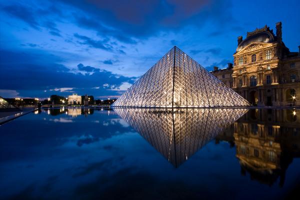 louvre-glass-pyramid