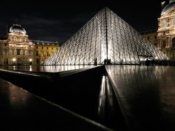 louvre pyramid 1 Glass Buildings: 15 Creative Uses of Glass in Architecture