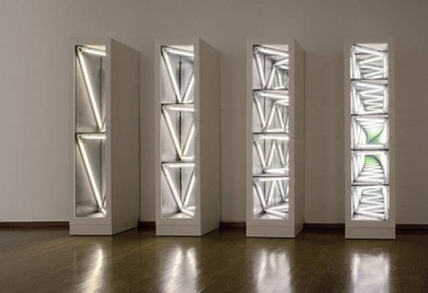 Light Sculptures by Iván Navarro 11