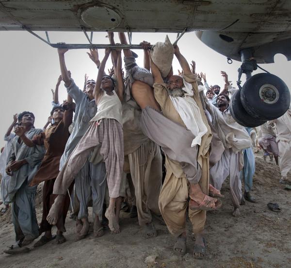 Reuters Best Photos of 2010 – ADREES LATIF Captures Pakistani Flood Fallout