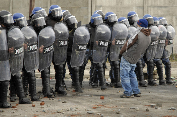 Reuters Best Photos of 2010 – ALEJANDRA BARTOLICHE captures an interesting response to riot police