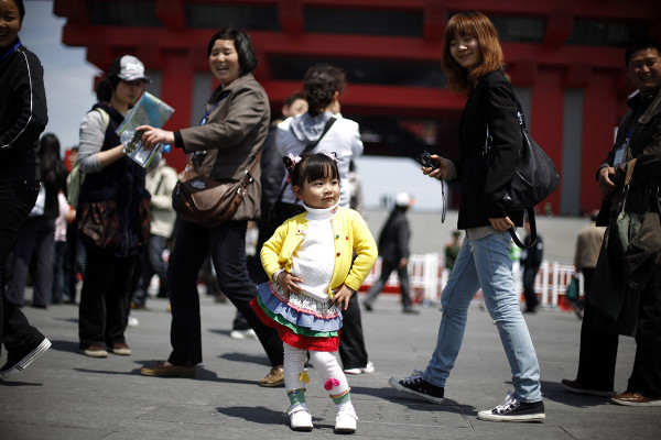 Reuters Best Photos of 2010 – ALY SONG captures a fashionable little one at the Shanghai Expo