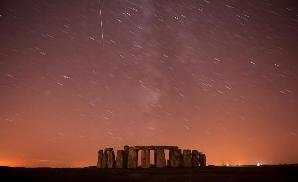 Reuters Best Photos of 2010 – KIERAN DOHERTY captures Stonehenge coming alive under the perseids