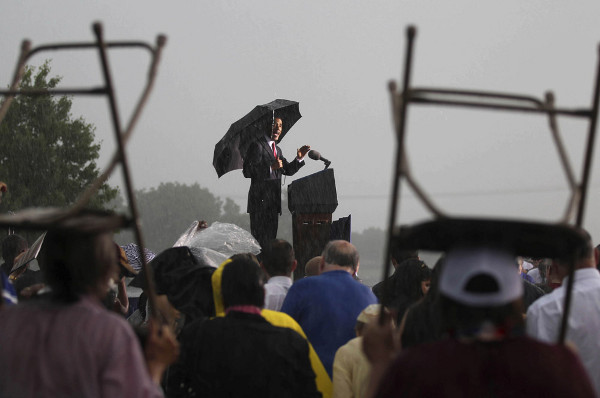 Reuters Best Photos of 2010 LARRY DOWNING captures President Barack Obama during a stormy speech Reuters Best Photos of 2010