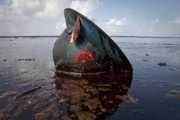 Reuters Best Photos of 2010 – LEE CELANO captures the gulf oil spill in louisiana