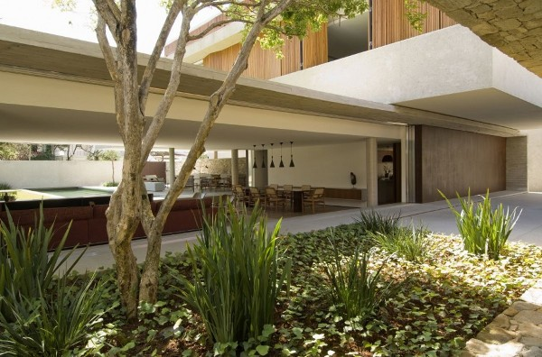House-6-Sao-Paulo-by-Marcio-Kogan-18