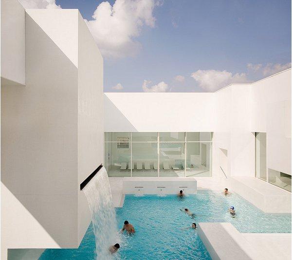 Les Bains Des Docks Aquatic Center 4