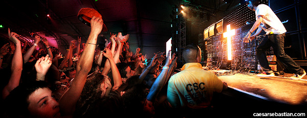Coachella Crowd by caesarsebastian