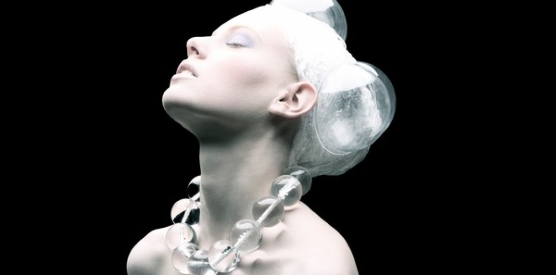 Plastic Fashion by Tomaas