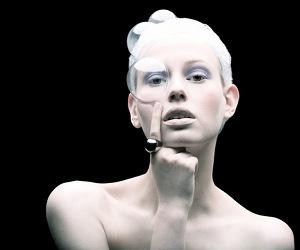 Plastic Fashion by Tomaas main