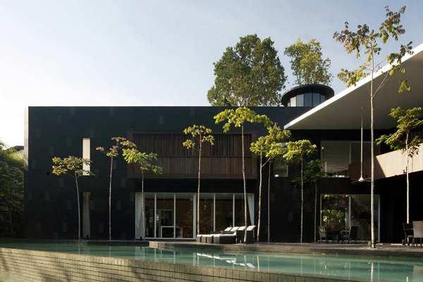 Black and White House 4 Black & White House by Formwerkz Architects