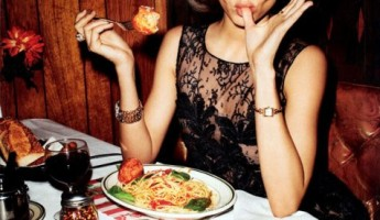 Miranda Kerr in Flirty Fifties Fashion