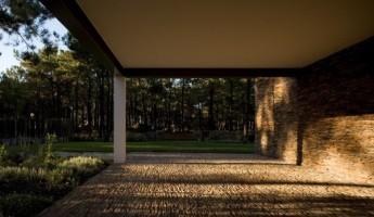 Casa Do Lago by Frederico Valsassina Arquitectos