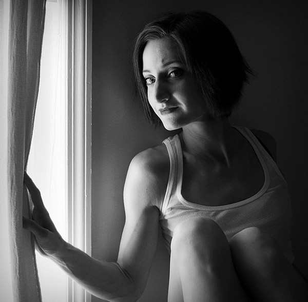 Ambient indoors portrait by Anna Leavitt