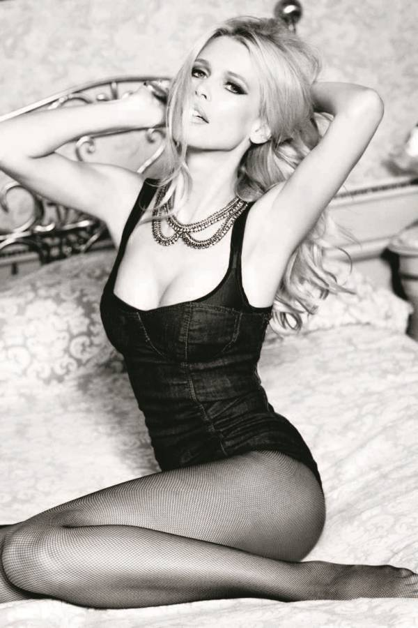 claudia schiffer guess anniversary campaign by ellen von unwerth 1 Claudia Schiffer in Guess 30th Anniversary Feature