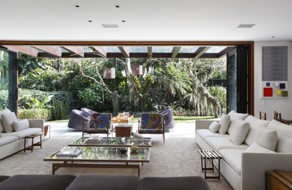 itiquira house in rio de janeiro by gisele taranto and maneco quindere 1 Itiquira House by Gisele Taranto