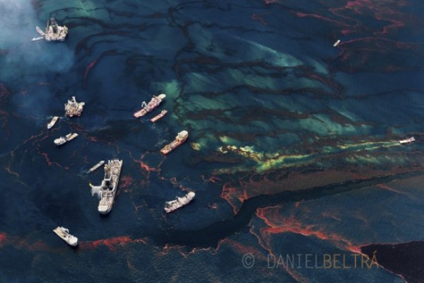 spill aerial photography by daniel beltra gulf of mexico oil rigs 1 Aerial Gulf Oil Spill Photography by Daniel Beltra