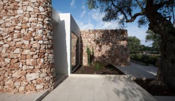 Casa nel Bosco di Ulivi by Luca Zanaroli