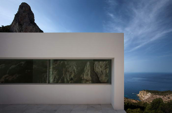 House on the Cliff by Fran Silvestre Arquitectos 10