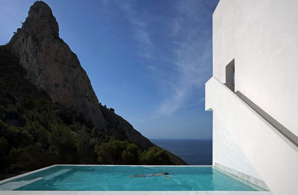 House on the Cliff by Fran Silvestre Arquitectos 11