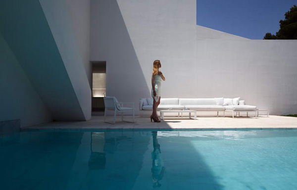 House on the Cliff by Fran Silvestre Arquitectos 12