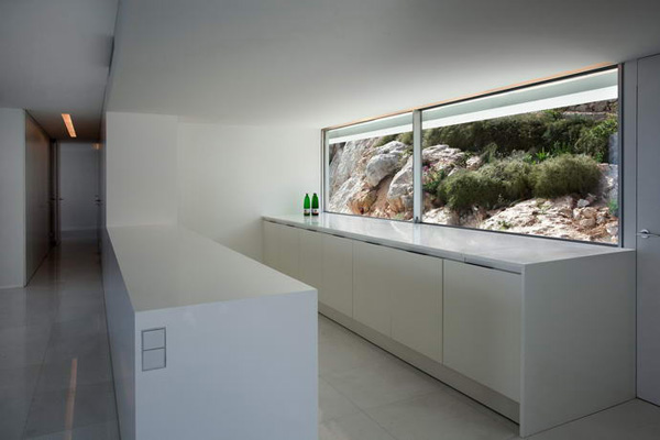 House on the Cliff by Fran Silvestre Arquitectos 13