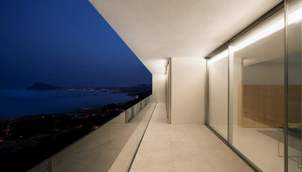 House on the Cliff by Fran Silvestre Arquitectos 16