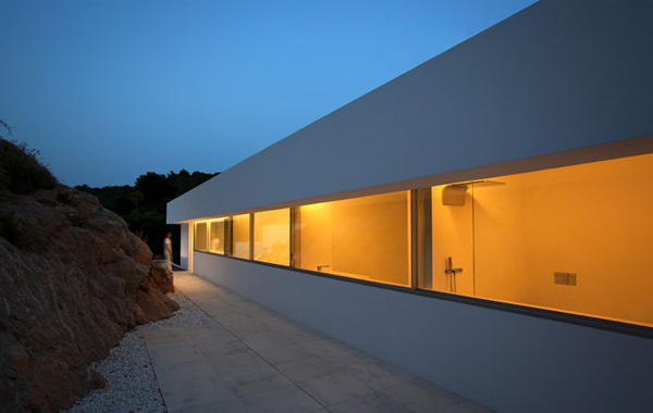 House on the Cliff by Fran Silvestre Arquitectos 17