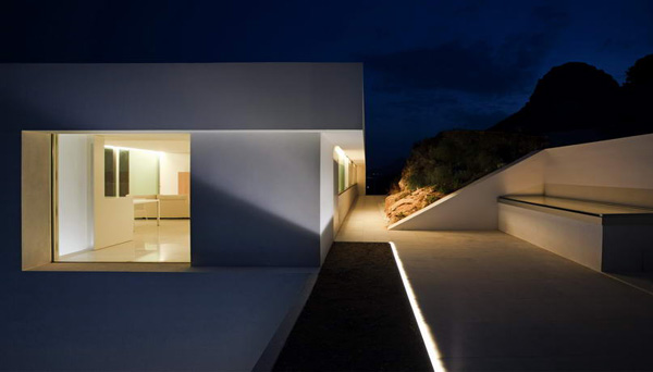 House on the Cliff by Fran Silvestre Arquitectos 18