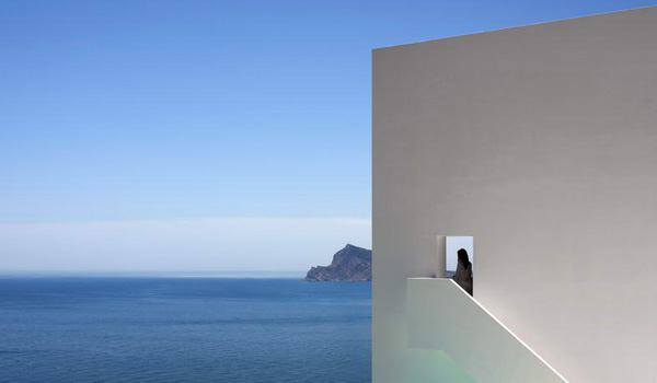 House on the Cliff by Fran Silvestre Arquitectos 3